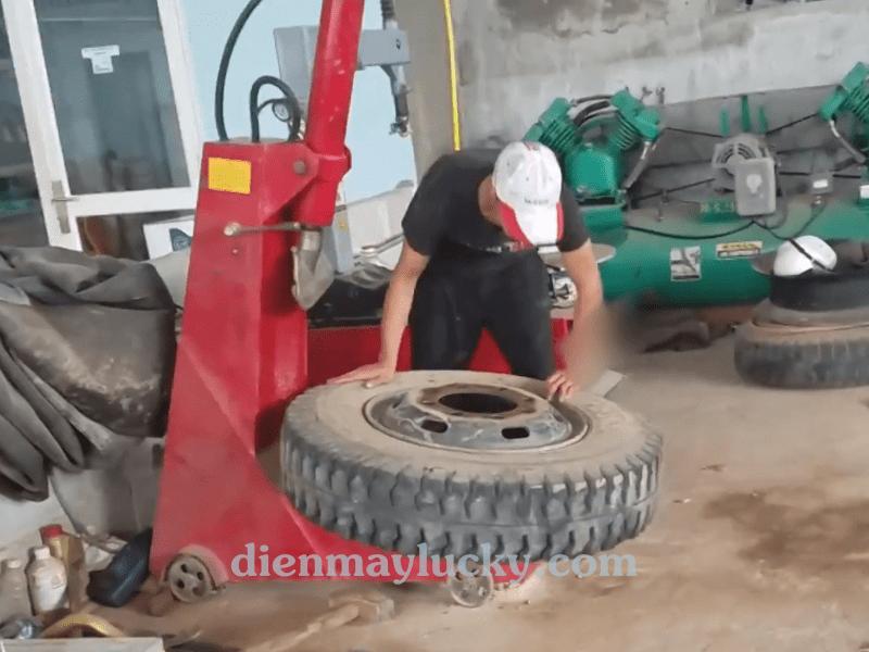 máy ép lốp xe tải